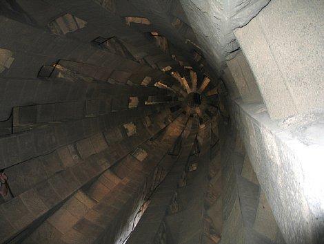 尖塔内部見上げ 470-353.jpg