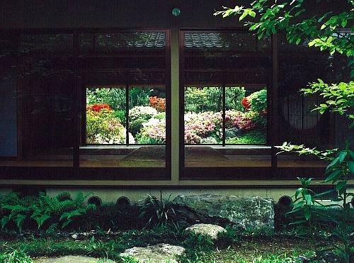 中庭越しに前庭rito-h.jpg